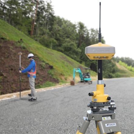 Bluetooth無線を内蔵。観測範囲は約300mをカバーしてRTK 観測